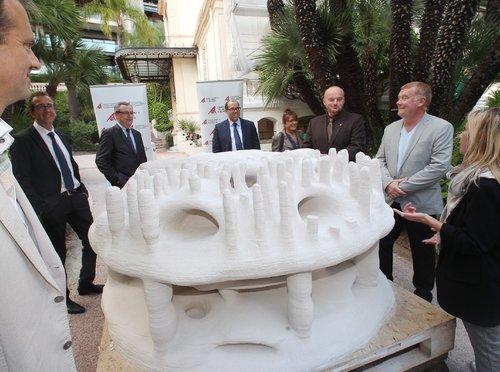 Monaco le 19/10/2015 - Fabrication d'un recif artificiel de 200 kg cree avec une imprimante 3D dans les jardins de la Fondation Albert II, Rue de Suisse - Papier : C.Verany